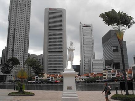 Raffles' statue in Boat Quay, Singapore
